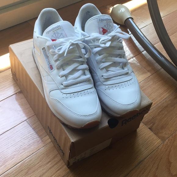 Womens Reebok Classic Leather 9 White Gum Sole. M 5b2feb7012cd4a4acebc693a 0757e35665